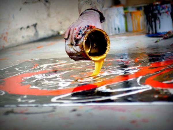 pouring-gold-paints