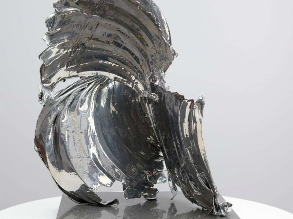 catch-22-scuplture-in-chrome-5