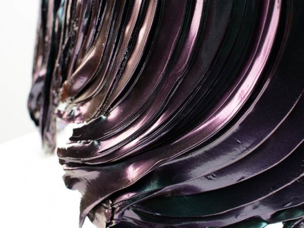 detailed-view-of-a-chromaflare-coloured-sculpture-3