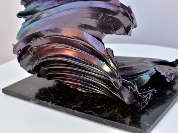 tall-colour-changing-sculpture-3