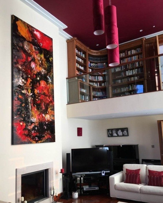 Red-and-orange-painting-in-an-art-deco-living-room