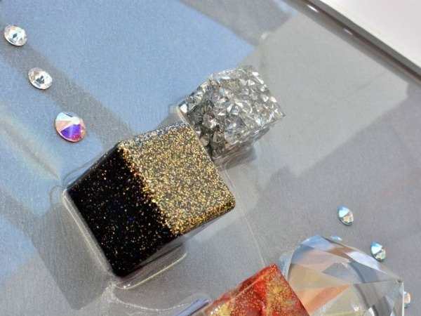 gold and silver resin cubes
